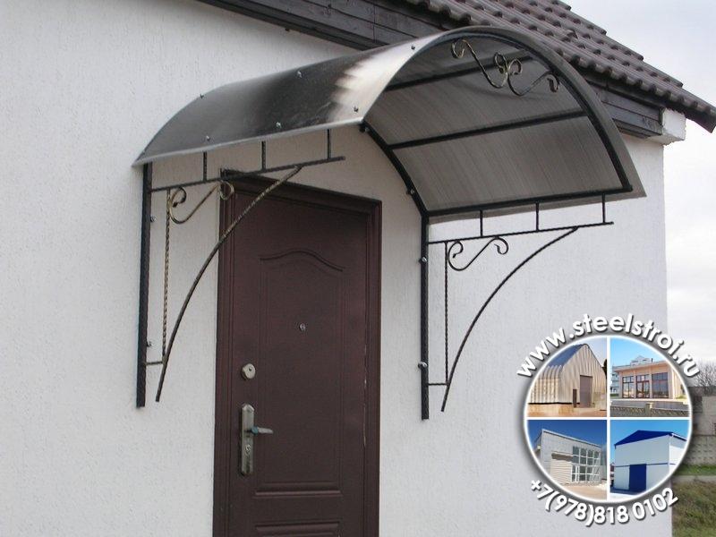Кованые козырьки над входом в дом