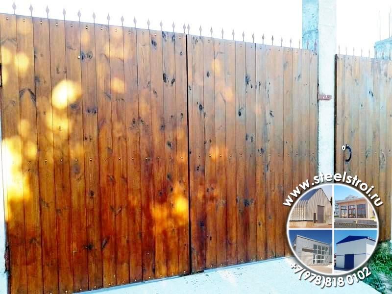 Металлические ворота дома